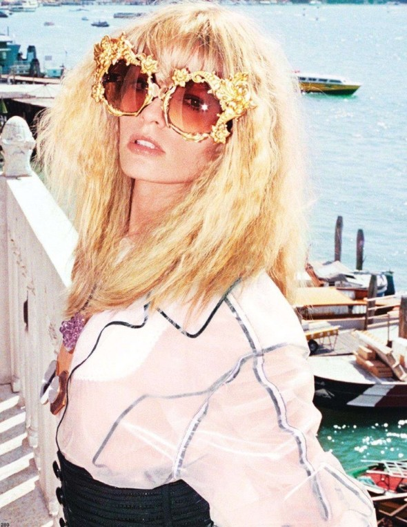 Съёмка: Юлия Штегнер для Vogue. Изображение № 2.