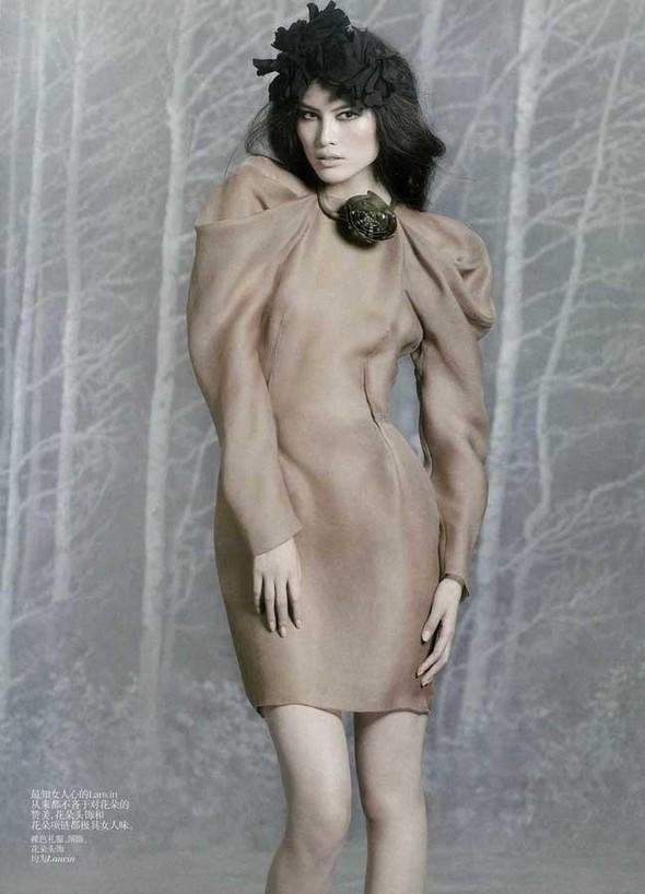 Съёмка: Суй Хэ для китайского Vogue. Изображение № 6.