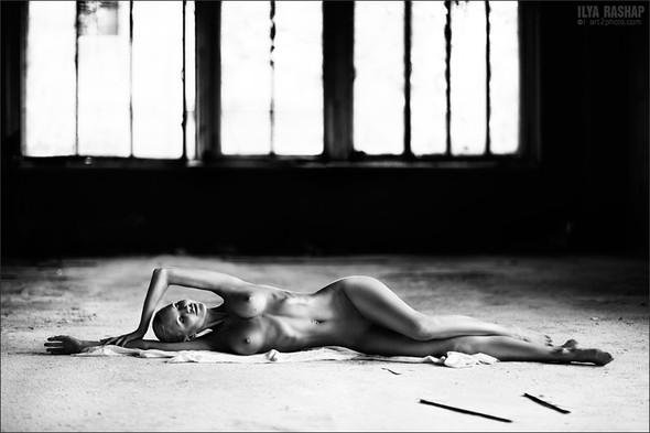 Фотограф Илья Рашап: ню-ансы красоты. Изображение № 4.