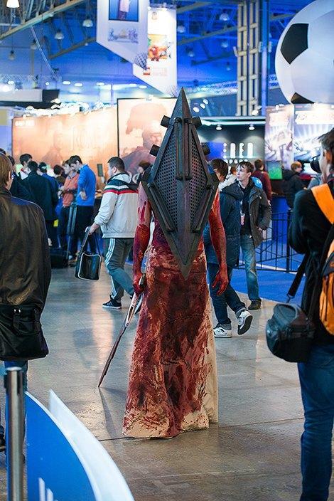 Косплей, киберспортсмены, PS4 и Xbox One на выставке «ИгроМир-2013». Изображение № 24.