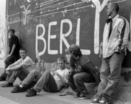 10 альбомов о современном Берлине: Бунт молодежи, панки и знаменитости. Изображение №76.