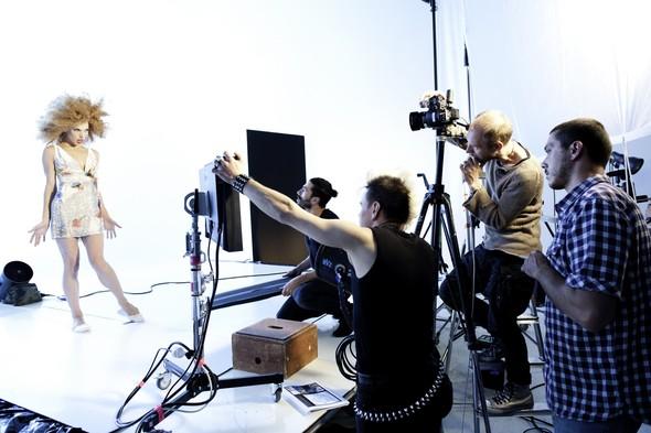 Мила Йовович в календаре Campari 2012. Изображение № 28.
