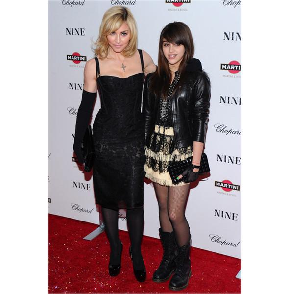 Мадонна создает одежду вместе с дочерью. Изображение № 1.