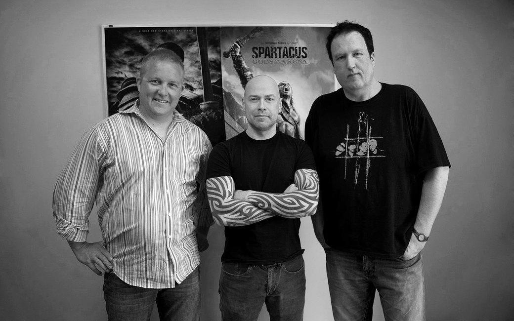Кристоф Бове, Стивен С. ДеНайт (создатель сериала «Спартак») и Дез Дойл. Изображение № 2.