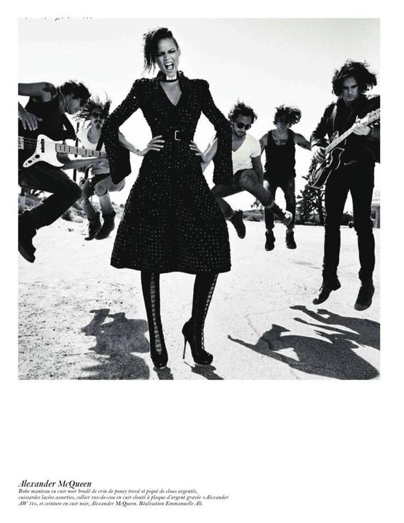 Съёмка: Аризона Мьюз, Лара Стоун, Наташа Поли и другие модели во французском Vogue. Изображение № 15.