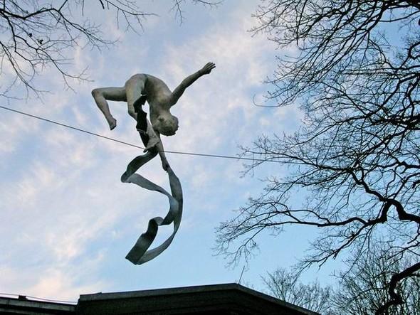 Скульптуры Джерзи Кедзиоры, парящие в воздухе. Изображение № 56.