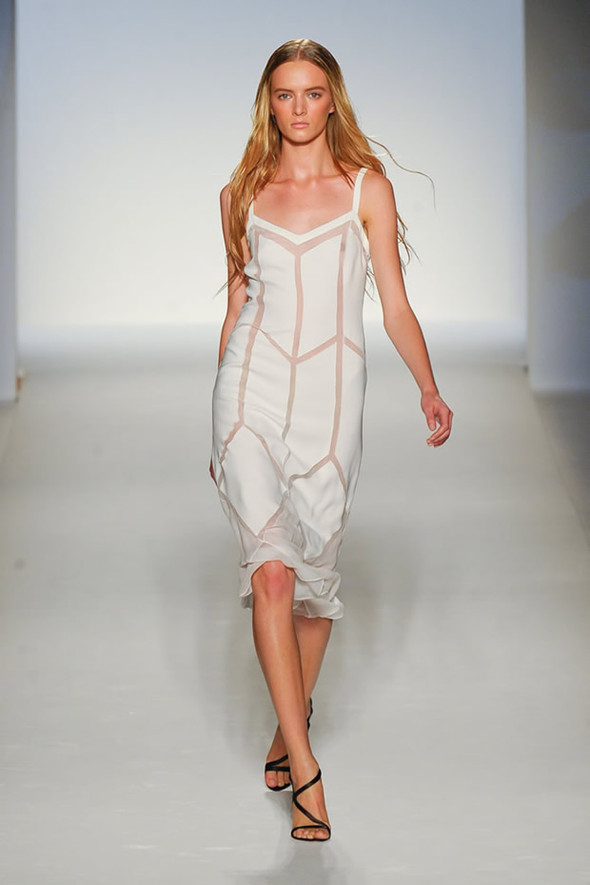 ТОП 10 белых платьев 2012 в коллекциях дизайнеров сезона весна-лето. Изображение № 2.