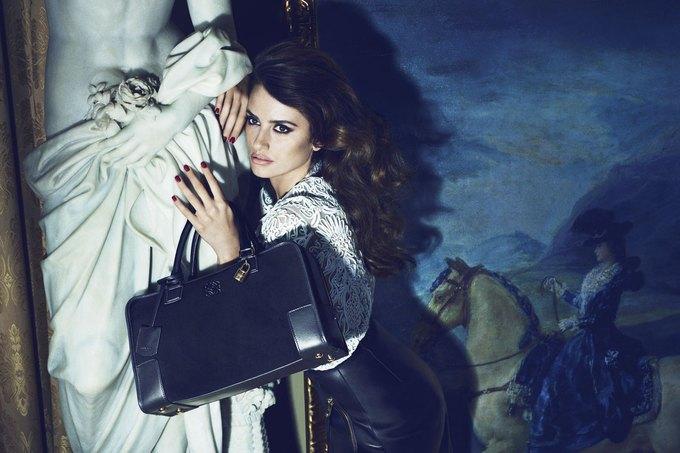 Balenciaga, Jill Stuart и Loewe показали новые кампании. Изображение № 28.