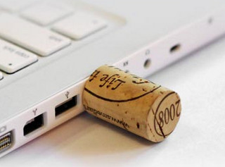 USB-флешка в виде винной пробки. Изображение № 3.