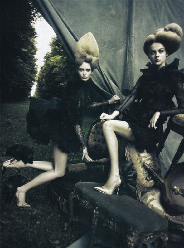 A Dream Of A Dress. Vogue Italia September 2009. Изображение № 1.