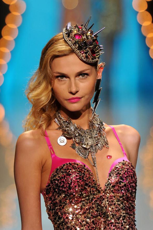 New York Fashion Week: Betsey Johnson Spring 2012. Изображение № 95.