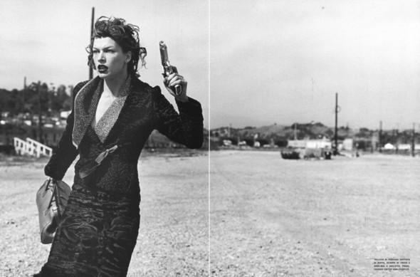 Архивная съёмка: Мила Йовович в объективе Питера Линдберга, 2000. Изображение № 6.