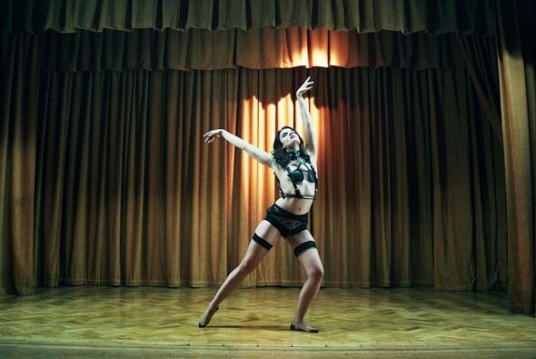 Съёмка: Кристал Ренн для AnOther. Изображение № 10.