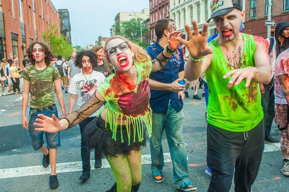 Зомби парад в Нью Йорке. NYC Zombie Crawl.. Изображение № 22.