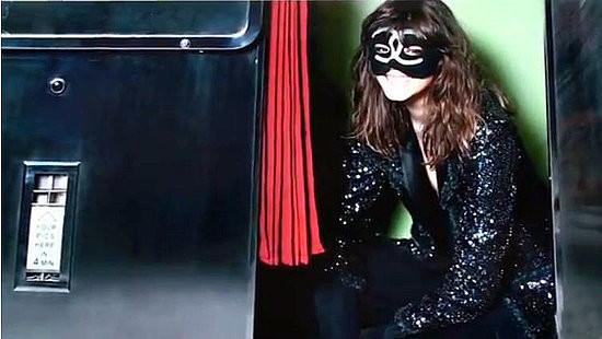 Изображение 2. Превью: кампания Chanel FW 2011.. Изображение № 2.