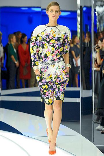 Модный дайджест: Джеймс Франко для Gucci, сари Hermes, сингл Burberry. Изображение № 5.