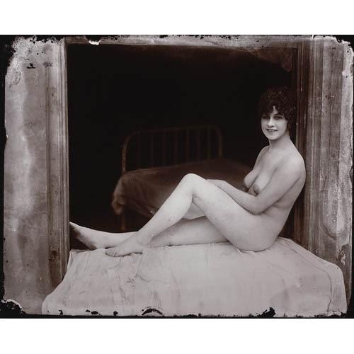Части тела: Обнаженные женщины на винтажных фотографиях. Изображение №30.