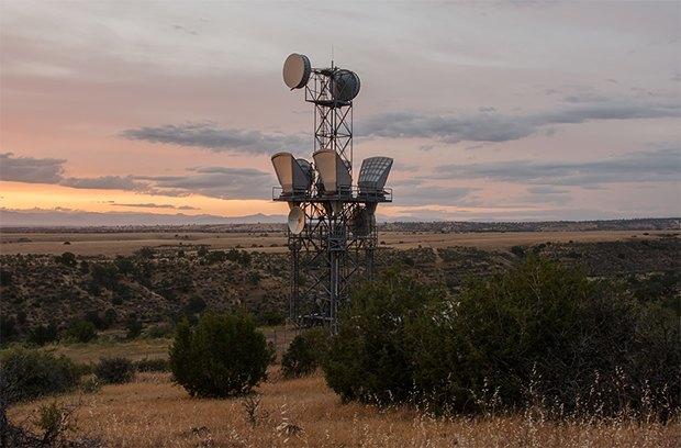 Заброшенные телефонные башни вгорах ипустынях . Изображение № 8.