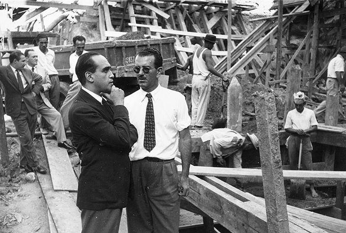 Оскар Нимейер на стройке в  Рио-де-Жанейро. 1950 год.. Изображение № 3.