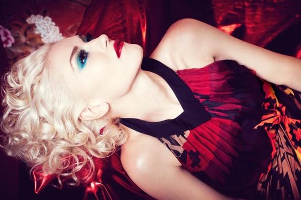 Съёмка: Gwen Stefani 4 InStyle November 2011. Изображение № 6.