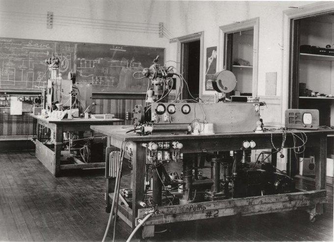 Профессоры Стэнфорда Уильям Хэнсон, Рассел и Сигар Варианы. Разработали ранние версии доплеровского радара в начале 1940 года. Изображение № 13.
