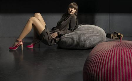 Чтобы сидеть было удобно, надеваем шапочки. Изображение № 2.