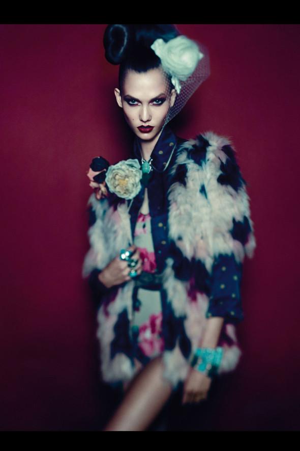 Съёмка: Карли Клосс для Vogue. Изображение № 12.