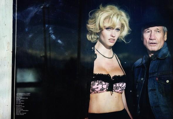 Съёмка: Лара Стоун в объективе Питера Линдберга. Изображение № 1.