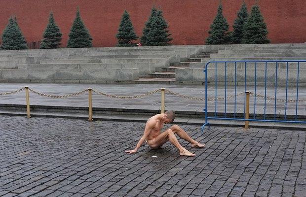 Как общество отреагировало на отрезанное ухо Павленского. Изображение № 11.