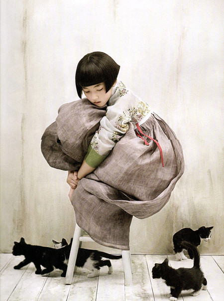 The Grace of the HanBok (Vogue Korea October 2007). Изображение № 2.