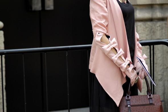 Изображение 3. Девушки на Milan Fashion Week: день 3 и 4.. Изображение № 3.