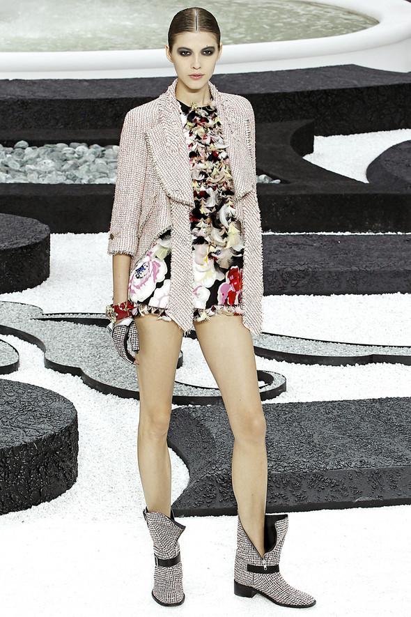 Карл Лагерфельд показал одну из самых красивых коллекций, когда-либо созданных для Chanel. Изображение № 27.