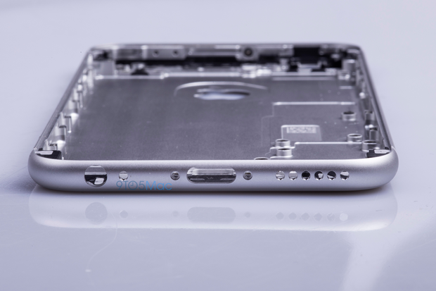 Выложены фото якобы подлинной тыльной стороны iPhone 6s. Изображение № 13.