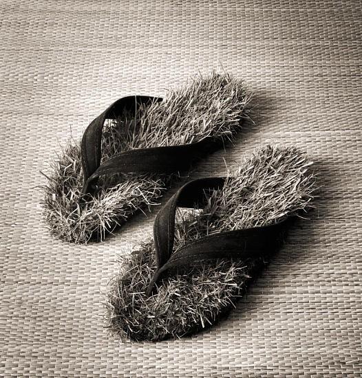 Черно-белые сюрреалистические фотографии Chema Madoz. Изображение № 32.