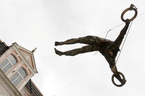 Скульптуры Джерзи Кедзиоры, парящие в воздухе. Изображение № 61.
