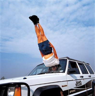 Летающие и падающие люди Ли Вея. Изображение № 1.