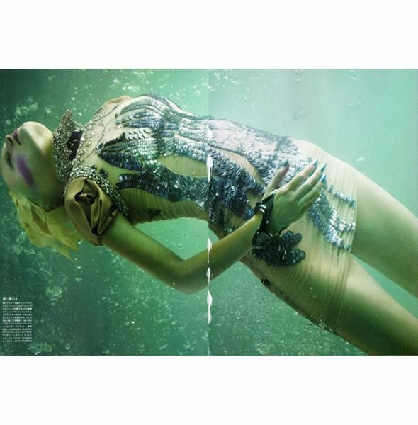 Съемка Vogue Nippon, май 2010, фотограф Сольве Сундсбо. Изображение № 29.