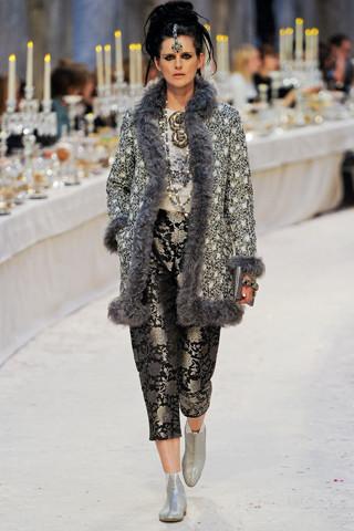 Chanel показали пре-осеннюю коллекцию. Изображение № 49.