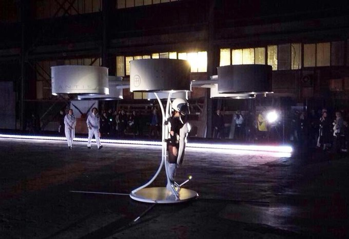 Lady Gaga протестировала хай-тек-платье. Изображение № 3.