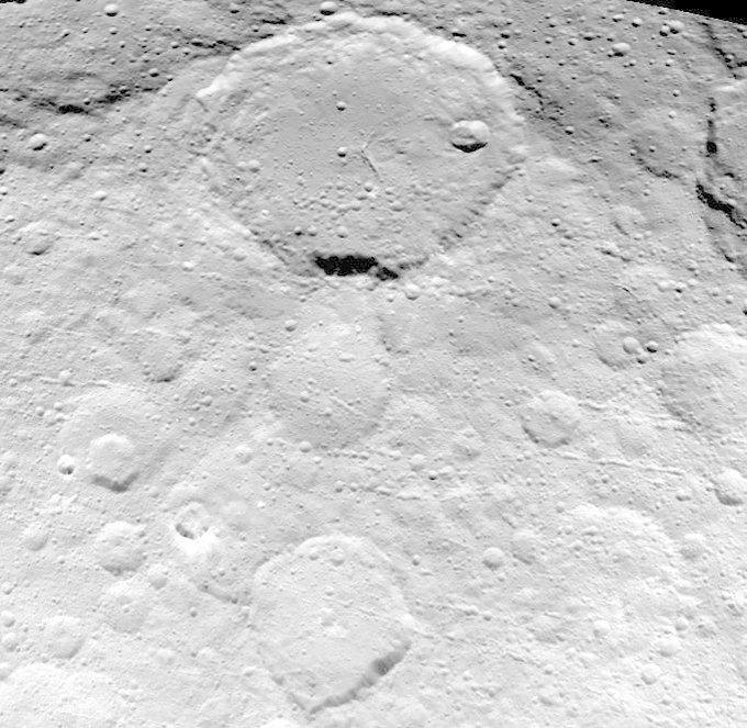 Фото дня: кратеры на поверхности Цереры . Изображение № 2.
