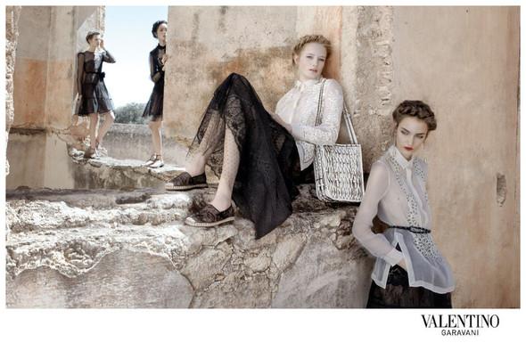 Кампания: Valentino SS 2012. Изображение № 5.