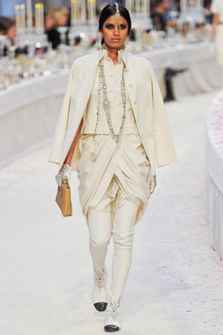 Chanel показали пре-осеннюю коллекцию. Изображение № 19.