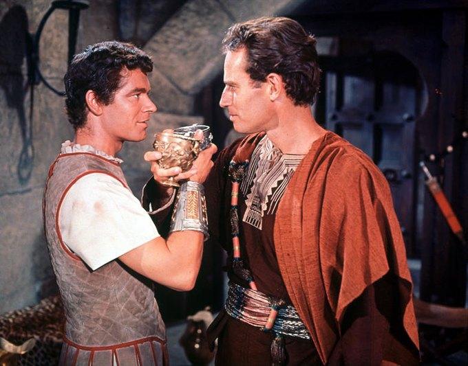 Стивен Бойд в роли Мессалы и Чарльтон Хестон в роли Бен-Гура. Изображение № 1.