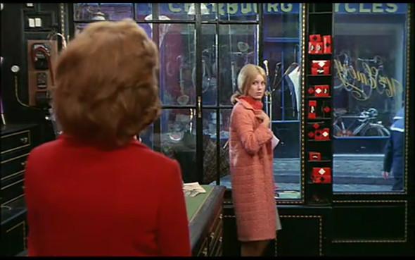 Movie-Looks: «Шербурские зонтики». Изображение № 11.