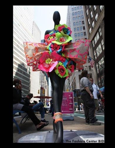 Американские модельеры переодели манекенов в Нью-Йорке. Изображение № 7.