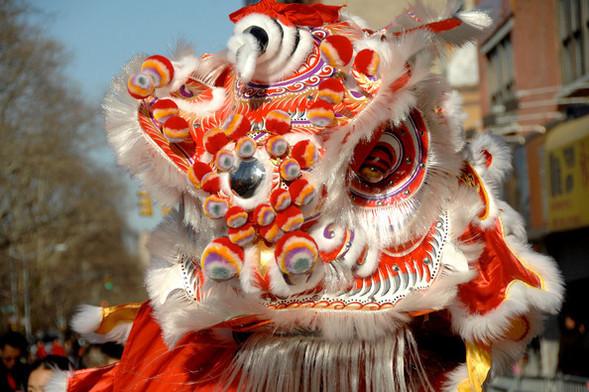 Танцующие геи-китайцы навоздушных шарах. Изображение № 1.