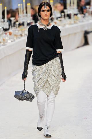 Chanel показали пре-осеннюю коллекцию. Изображение № 23.
