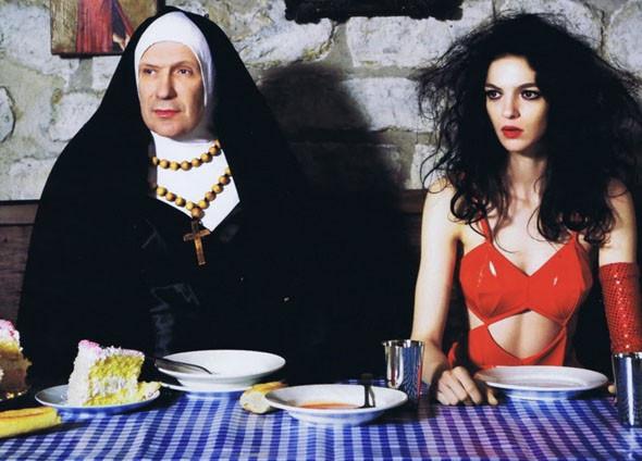 В фотосете Джейсона Шмидта для Harper's Bazaar Жан-Поль Готье изобразил монахиню из «Нескромного обаяния порока». . Изображение № 29.