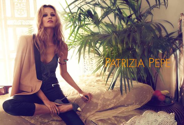Кампания: Эдита Вилкевичюте для Patrizia Pepe SS 2012. Изображение № 4.