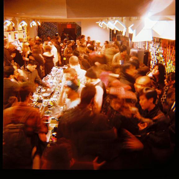 Галерея-магазин Ломографии вНью-Йорке. Изображение № 39.